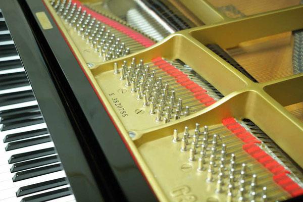 中古ピアノヤマハG3Eの交換したチューニングピンと弦やフェルト