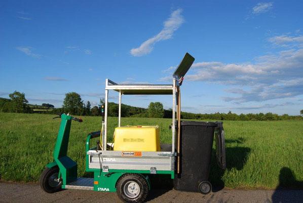 Elektrodreirad mit 200 l Wassertank und Mülltonne