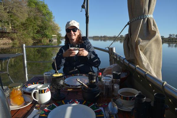 Frühstück auf dem Okavango (NAM)