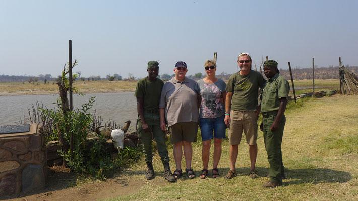 Unsere Gäste mit den Rangern Leopold und Nicolas (ZIM)