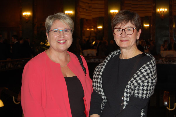 Petra Kirst und Frau Brigitte Dorwarth-Walter, stellv.  Hauptgeschäftsführerin HWK Karlsruhe, Foto: Alexander Fenzl