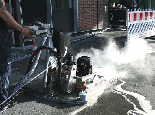 Kaugummi-Entfernung: Drei-Scheiben Bodenreinigungsmaschine