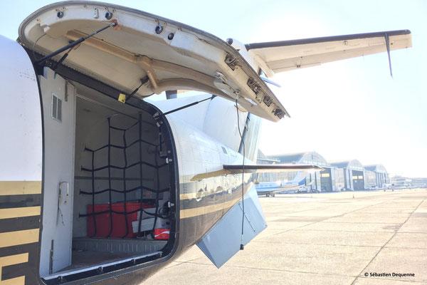 La soute du Beech 1900D est complètement adaptée pour accueillir les bagages de 18 à 19 passagers.