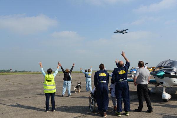 Un avion cargo tactique militaire Casa est mis à disposition pour le soutien logistique du tour aérien