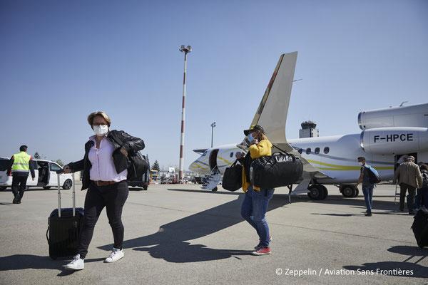Descente des passagers à l'EuroAirport de Bâle-Mulhouse.