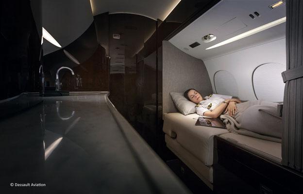 Le « crew rest » permet au troisième pilote de se reposer en attendant son tour.