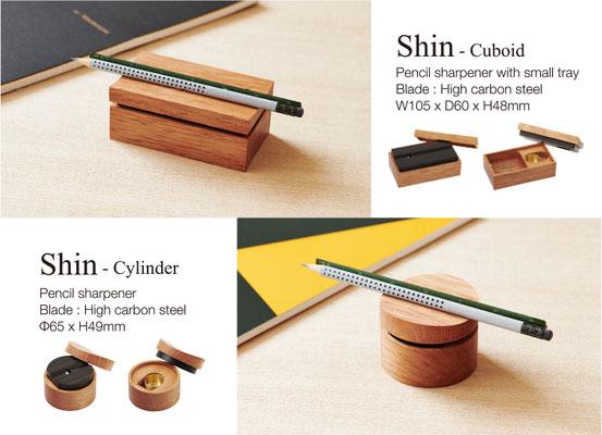 2018.07.17 「Shin Cuboid/Cylinder 発売」かんな屋がつくる鉛筆削り「Shin」に新しく兄弟が誕生いたしました。 従来の鉛筆削り機能はそのままに、長方形型のクリップ等が入る小物ケース 機能付きのCuboid、無駄を削ぎ落とした 円柱形のCylinderの2タイプです。 オンラインショップでも購入していただくことが可能です。