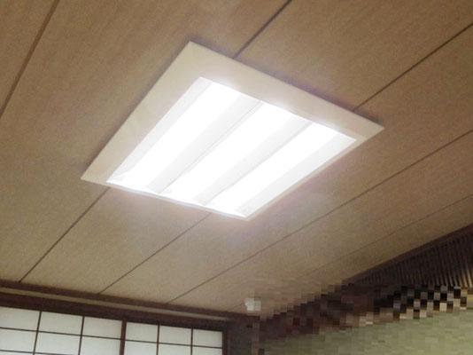 新しく交換取付したLEDタイプの照明器具を点灯