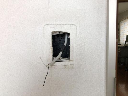 アパート用インターホン交換工事の様子(屋外側の子機)