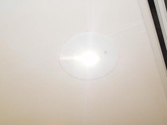 点灯した新品のホテルの非常灯(非常用照明器具)