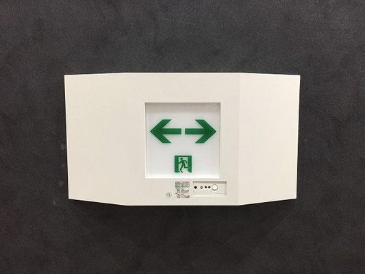 LEDタイプの避難誘導灯(壁付け型)