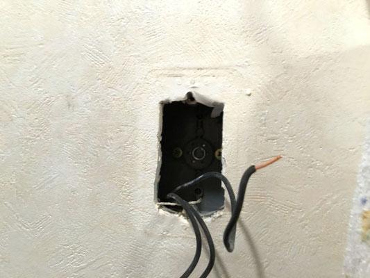 トイレ室スイッチ交換作業の様子。その1【新潟市北区】
