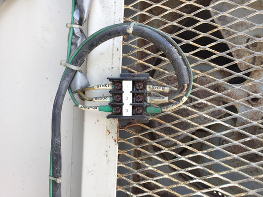 キュービクル換気扇の故障原因となったケーブルの腐食断線