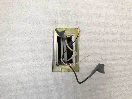 アパート用インターホン交換工事の様子(室内側の親機)