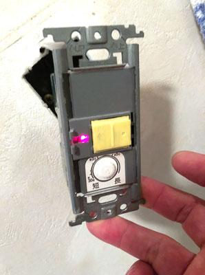 故障してスイッチがOFFに出来なくなったトイレ室照明のスイッチ【新潟】