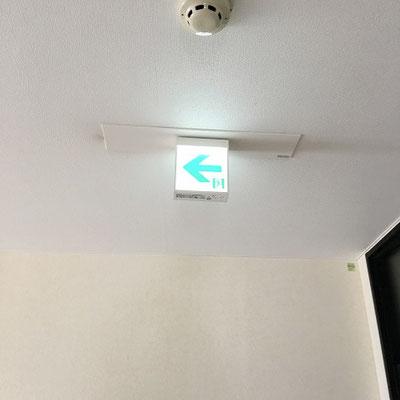 交換工事が完了した「LEDタイプ」の避難誘導灯