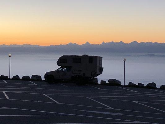Sonnenaufgang auf dem Chasseral mit Nebelmeer