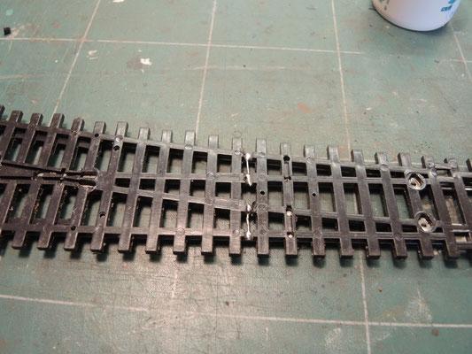 Coté pile ! une fois le ballast posé la liaison sera quasi invisible et assurera une alimentation sans faille du closure rail.