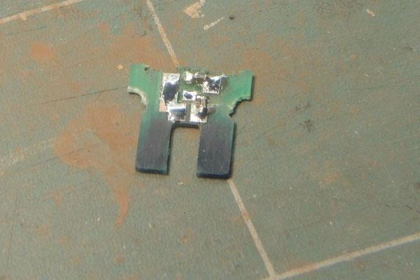 Le circuit imprimé qui recevait les ampoules sera modifié pour y connecter les résistances cms et les 6 fils émaillés.