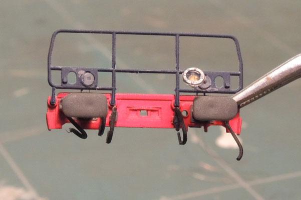 Raccourcis, les conduits sont percés dans l'axe à 0,6mm pour passer les fils émaillés des leds.