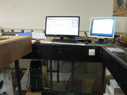 Les écrans du système Traincontroller provisoirement installés pour test. Quelque que chose de plus ergonomique sera développé plus tard.