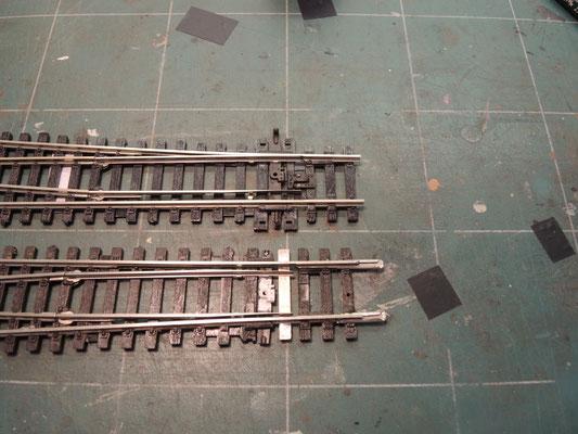 Voilà : avant et après ! Les aiguilles seront ainsi beaucoup plus fines et réalistes une fois peintes et patinées.