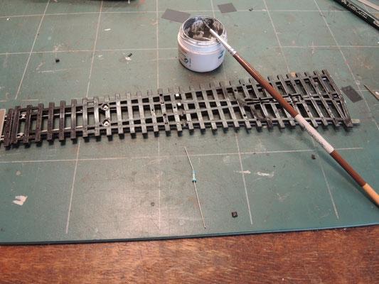 là encore de la soudure liquide riche en décapant va faciliter la tâche. le strap est faitavec une queue de résistance.