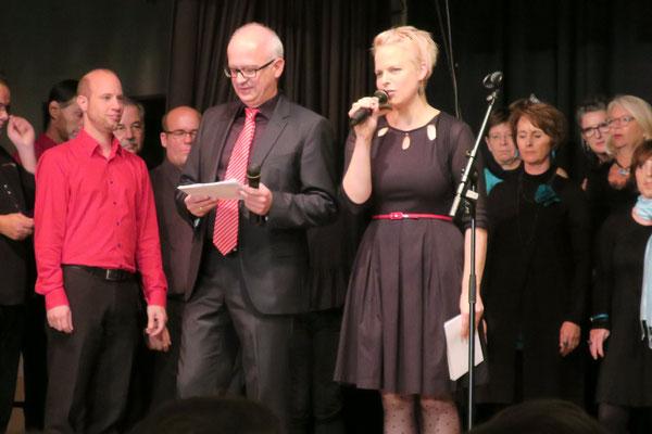 Pop-Jazz-Chor Sing'n'Swing, Moderatoren Sabine Kamien und Thomas Modig