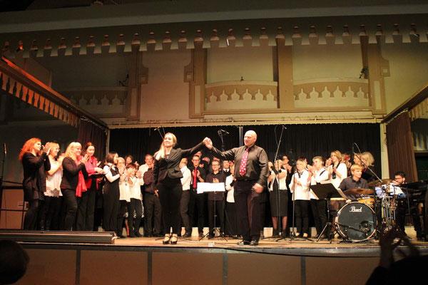 Chorleiterin Karin Späth und Chorleiter Mark Rosenthal