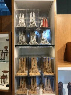 Spanien, Barcelona: Suchbild im Souvenirladen. (Jochen)