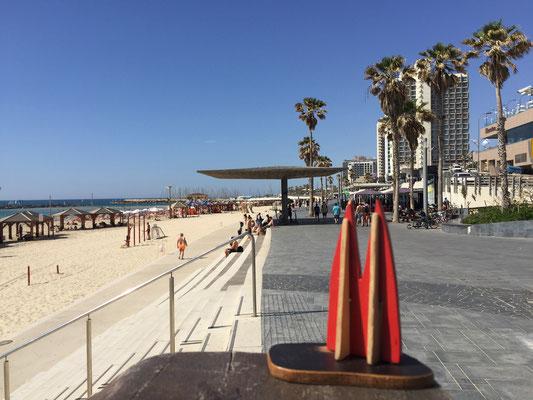 Israel, Tel Aviv: Promenade am Frishman Beach. Lebendig, cool, quirlig. lässig. Die ganze Promenade ist 14 km lang, von den Klippen im Norden bis in den Süden nach Jaffa.  (Silke)