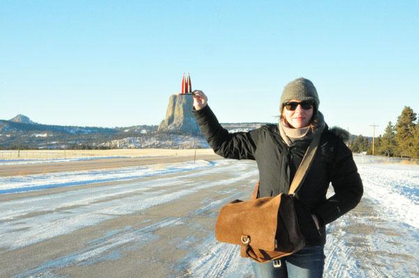 """Wyoming, USA, auf dem Weg zum Devil's Tower. Der solitäre Felsen (265m) wurde berühmt durch den Film """"Unheimliche Begegnung der Dritten Art"""". (Silke)"""