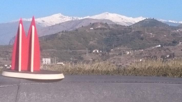 Spanien: In den Feldern der Playa Granada in Motril vor der Kulisse der Sierra Nevada (Wolfgang)
