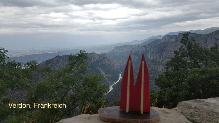 Frankreich, Provence: Gorges du Verdon. Die tiefste Schlucht Europas mit bis zu 800 Metern. Drumherum eine einzigartige Felslandschaft, die zum Naturschutzgebiet erklärt worden ist. (Silke)