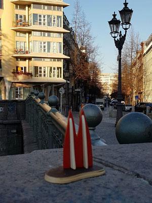 Berlin, Kreuzberg, Admiralsbrücke. Ein toller Platz zum Rumhängen, im Sommer auch mit Straßenmusik (Igel)