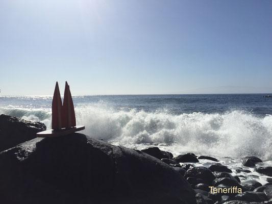 Teneriffa, Ausgang Masca-Schlucht - eine der tollsten Wanderungen auf Teneriffa. Blick nach links. Beeindruckende schwarze Felsen, krasse Brandung, Baden hier nicht zu empfehlen. (JoSi)