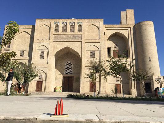 Usbekistan, Bukhara. Die Zitadelle Ark beherbergt in ihrem Inneren den ehemaligen Palast des Emirs sowie eine Moschee von 1712. (Heimathirsch)