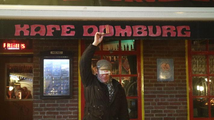 """Holland, das berühmteste """"Café"""" des Landes. Hier gibt es aber keine großen Zigaretten mehr zu kaufen. Ansonsten: Alles so wie früher (JoSi)"""