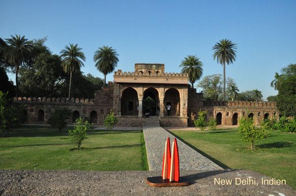 """Indien: New Delhi, Gebäude in der Grabanlage """"Humayun's Tomb"""". Das Mausoleum des zweiten Großmoguls von Indien aus dem 16. Jahrhundert ist Weltkulturerbe. (Silke)"""
