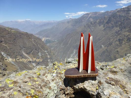 Peru, Blick in den Cañón del Colca - nach dem Grand Canyon die zweittiefste Schlucht der Welt mit bis zu 1.200 Metern Tiefe. Etwa 100 km nördlich von Arequipa. (ManuMarcel)