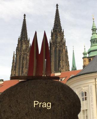 """Tschechien, Prag: Der andere Dom, genannt """"Veitsdom"""" (Welterbe). Die Ähnlichkeit mit dem Kölner Dom liegt an der Bauzeit. Beide Kathedralen wurden zeitgleich erbaut. Und ein Architekt namens Heinrich Parler war im 14. Jahrh. auf beiden Baustellen. (JoSi)"""