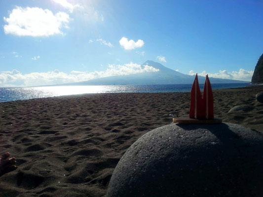 Azoren, Insel Faial: Ausblick auf die Insel Pico mit gleichnamigen Berg. (Phil)