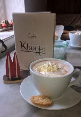 Baltrum, Café Kluntje: Eine traditionelle Tee- Cafe- und Weinstube auf der Nordseeinsel - seit 1825! Dementsprechend schnuckelig ist es auch innen. (Petra & Friedbert)