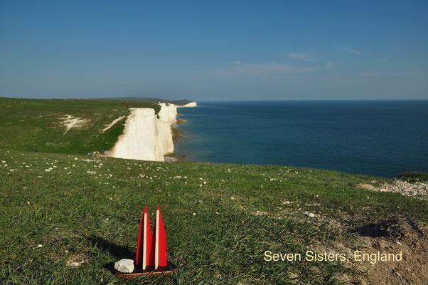 """England, Sussex, Steilküste """"Seven Sisters"""". Zwischen Seaford und Eastbourne liegen die berühmten Felsen. Ganz am Ende gibt es einen Leuchtturm und mit dem """"Beachy Head"""" den größten Kreidefelsen Englands. Leider ein beliebter Ort für Selbstmörder. (Silke)"""