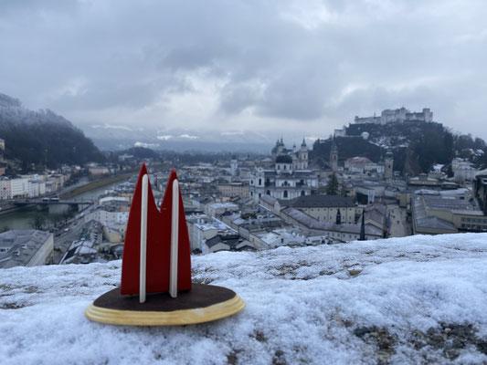 Salzburg: Der Blick vom Mönchsberg auf die Stadt ist bei klarem Himmel bestimmt noch etwas schöner, aber da war leider nichts zu machen ;) (Jana)