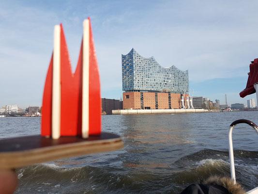 Hamburg, Elbphilharmonie. Das teuerste Millionengrab mit dem geilsten Sound... (Marc Markus)