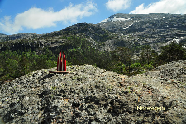 Norwegen, in den Bergen über Kvinnherad (Hordaland). Sensationell. Die Wander-Hütten sind offen, für jeden zugänglich und oft in einem erstaunlich guten Zustand. (Silke)