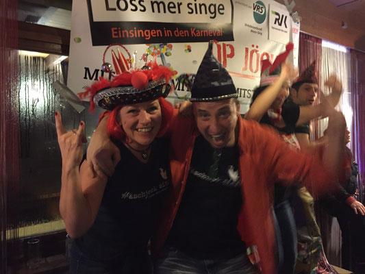 Deutschland: Auch in der Nähe! Das Dömchen sitzt immer auf Silkes Lieblings-Karnevalshut - hier bei Loss mer Singe op Jöck - also doch unterwegs!! (Silke)