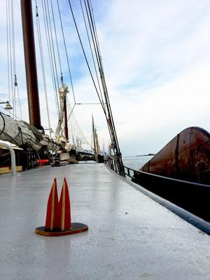Holland: An Deck der Passaat. Es folgen noch weitere... (Silke)