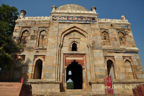 Indien, New Delhi: Grabanlange im Lodhi Garden. Es ist der größte Park in Delhi und eine Oase der Ruhe in der hektischen Großstadt. Die Mausoleen und Moscheen stammen aus dem 15. und 16. Jahrhundert. (Silke)